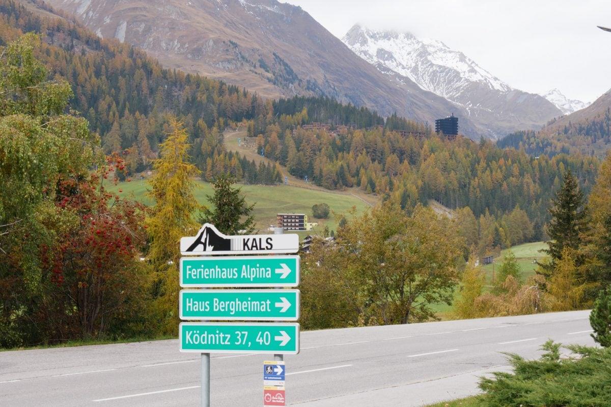 Gradonna Mountain Resort Châlets & Hotel vom Ort Kals aus gesehen